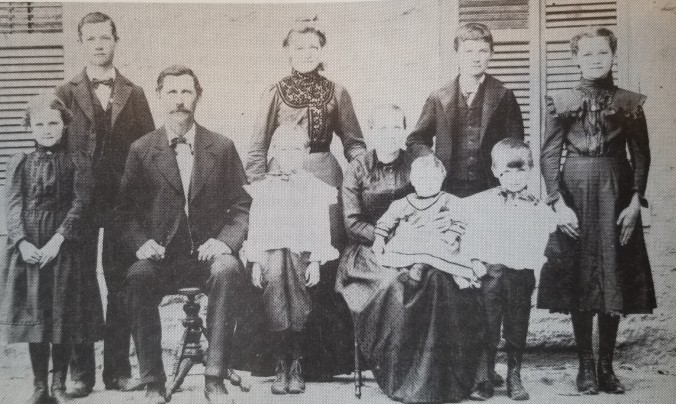 Joseph Bexten and Julia Bogler with family c. 1902